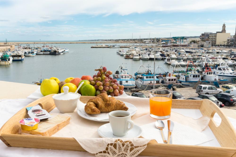 colazione vista mare BB Le terrazze Mola di Bari